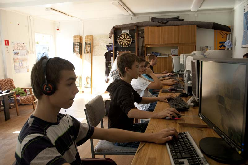 esport.kielce: V Mistrzostwa Kielc w Grach Komputerowych - Counter Strike 1/1 (gim) - zawiadomienie o turnieju